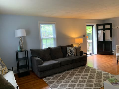 King Bedroom B in the ❤️ of Downtown!
