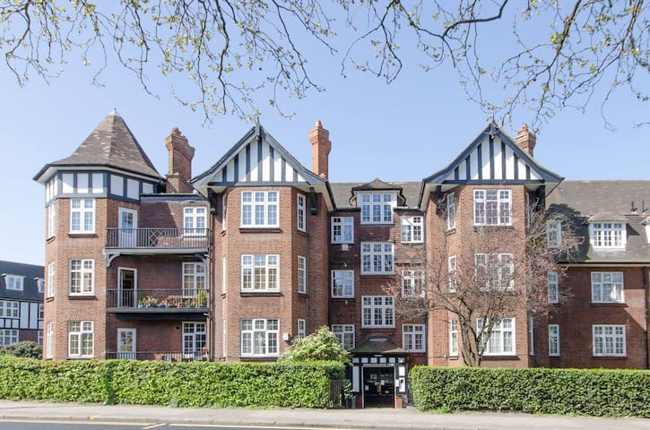 Lovely block of flats in north-west London