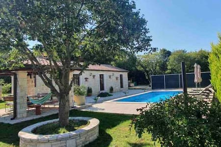Private Istrian Cottage for 4 people with a pool!
