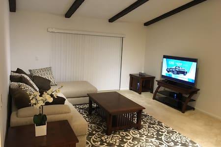 Charming cozy single home - Веллингтон