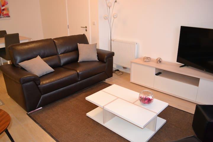 Appartement calme et fonctionnel avec balcon - Fontainebleau - Byt