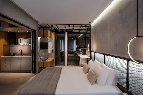 Luxe , brand new , design apt in historical center