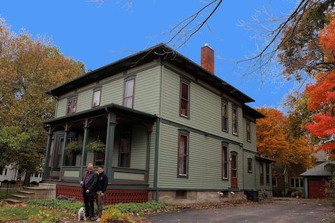 Historic Home (1880) (Oberlin Wellington Room)