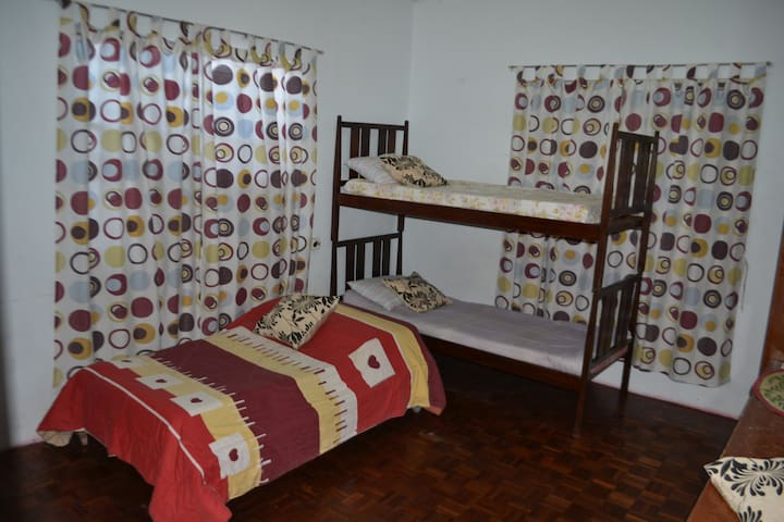 Room For Rent with 3 beds - Las Pinas