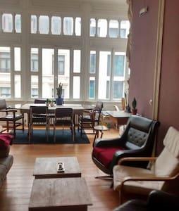 Big room in the center of BXL - Bruxelles - Huoneisto