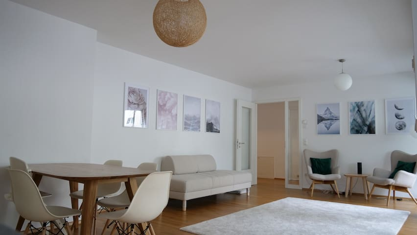 Bright and Spacious Room in heart of Munich