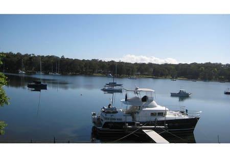"""La Bella Vista"" - Absolute waterfront - Brightwaters - Hus"