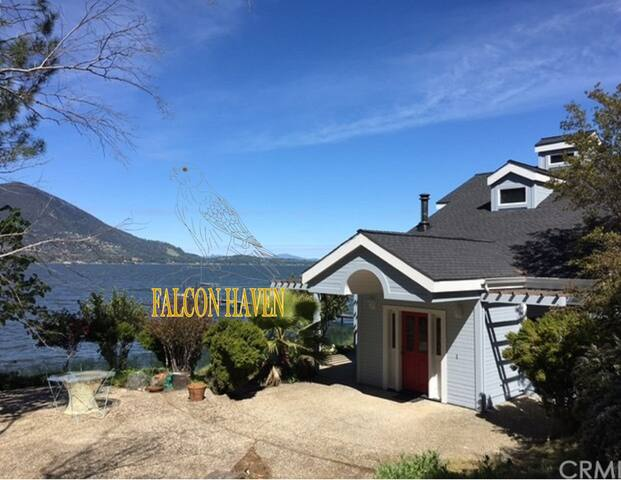 Falcon Haven-Lakefront with Spectacular Views
