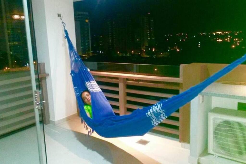 La tradicional hamaca para refrescar y relajarse con espectacular vista del amanecer,atardecer o noche Cruceña