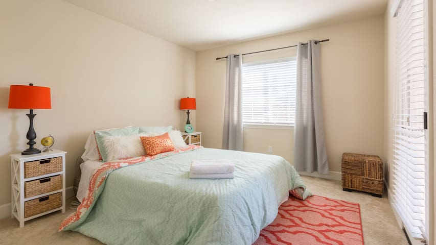 Clean and Bright Private Room/Bath - Atascadero - Townhouse