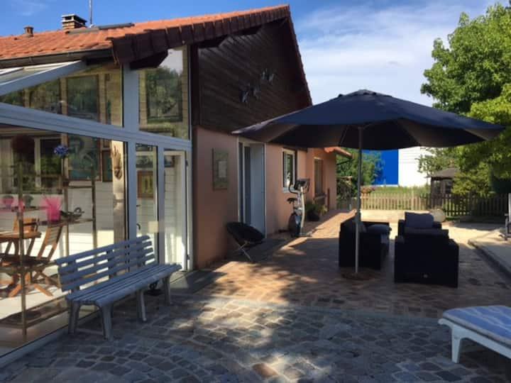 Belle maison avec terrasse, proche forêt