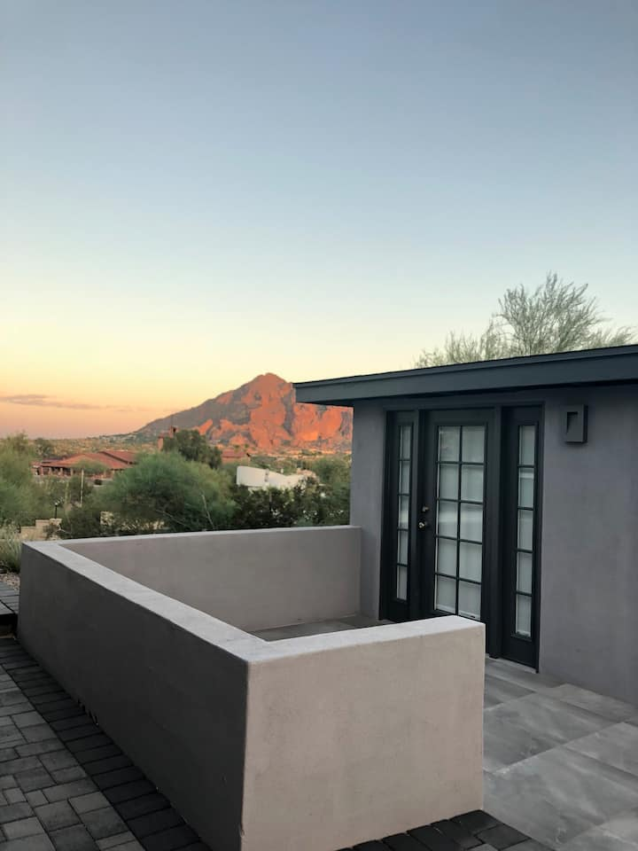 Guest House in Paradise; Camelback Mountain Views!