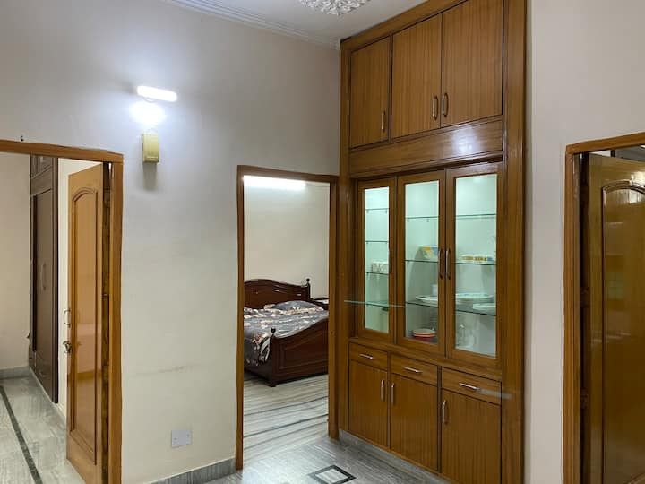 LUXURY FLAT FOR RENT HAVE VIDEO SURVEILLANCE