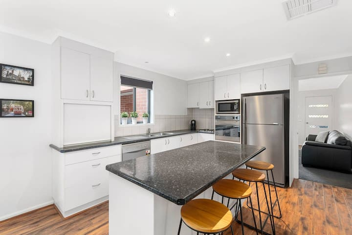 Contemporary Townhouse | CBD | Reef St