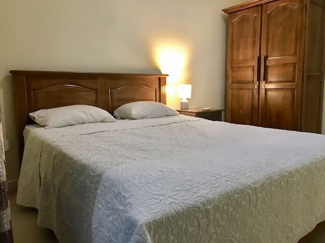 Bedroom Area Oak Concept