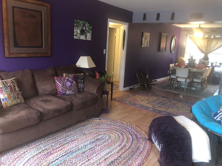 Steps from Stonefield, gorgeous 2 bedroom condo
