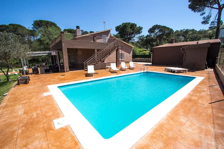 Catalunya Casas: Spacious Villa Malavella for 8, just 12km to Costa Brava beaches!