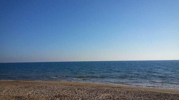 Chalet con piscina en la costa dorada