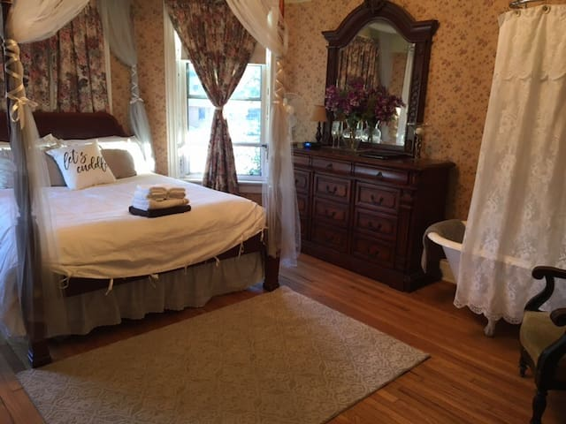 McKitrick House Inn Bed n Breakfast Bridal Suite