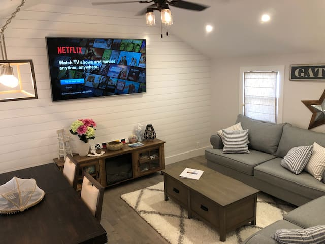 Seaside Retreat- Fully Rennovated Beach Bungalow