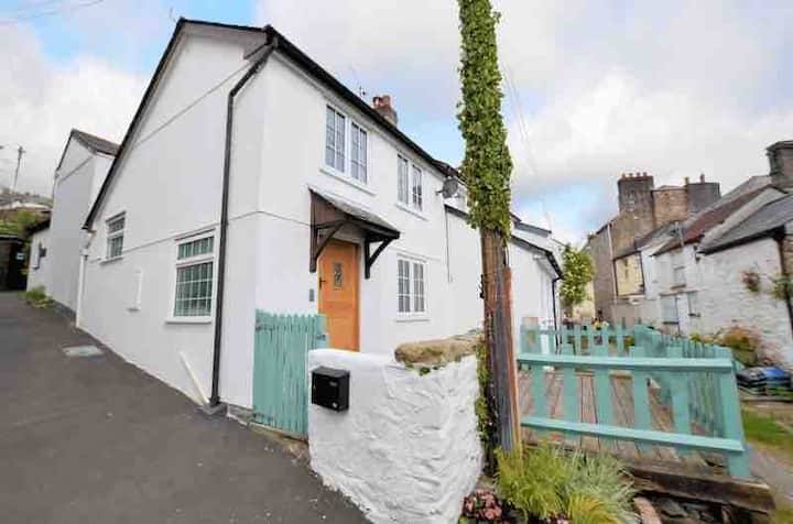 Entire Cottage - Calstock - with outside space !!