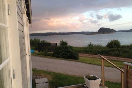 Liten stuga med strålande havsutsikt - Sverige