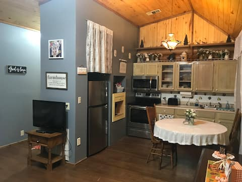 Farmhouse Guesthouse in the Pineywoods