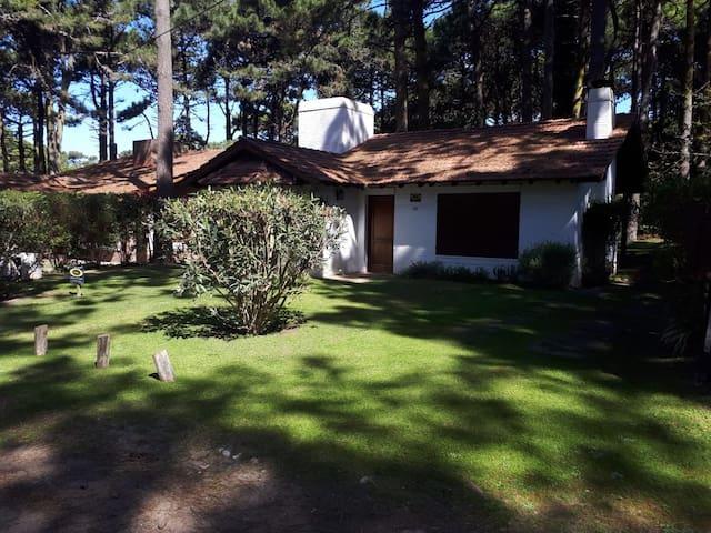 Casa en Pinamar zona del bosque cerca de la playa.