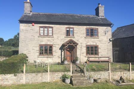 Spacious farmhouse 5 miles from Hay - Whitney-on-Wye