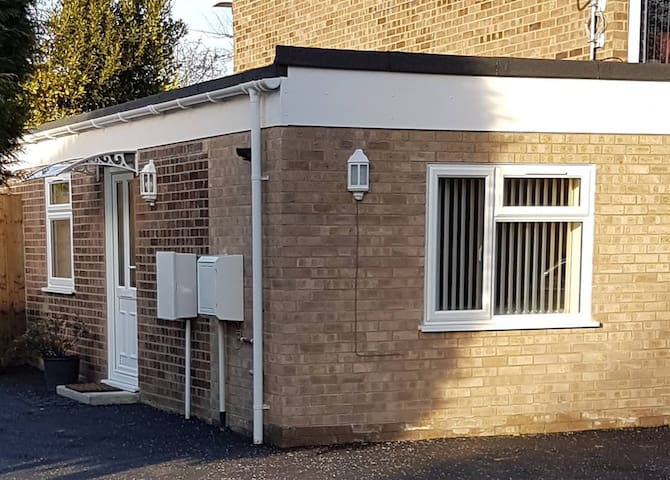 Lovely modern 1 bed flat suitable for couples