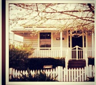 Comfortable Cottage 'Chelsea' - East Toowoomba