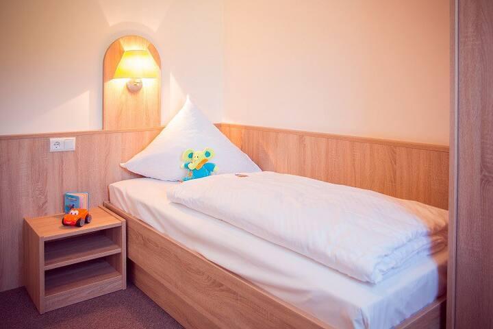Schlafzimmer 2, Einzel-oder Doppelbett