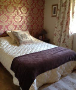 Deluxe ensuite bedroom with bathtub - Kilkee