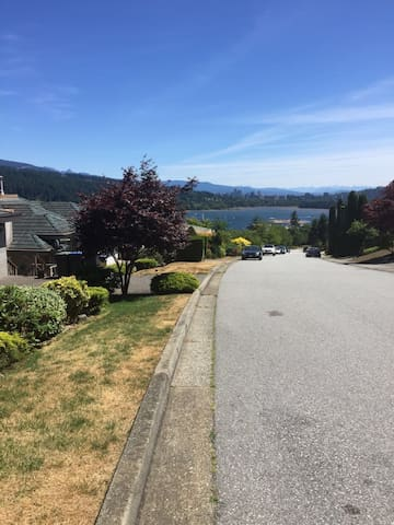 Beautiful water view house - Port Moody - House
