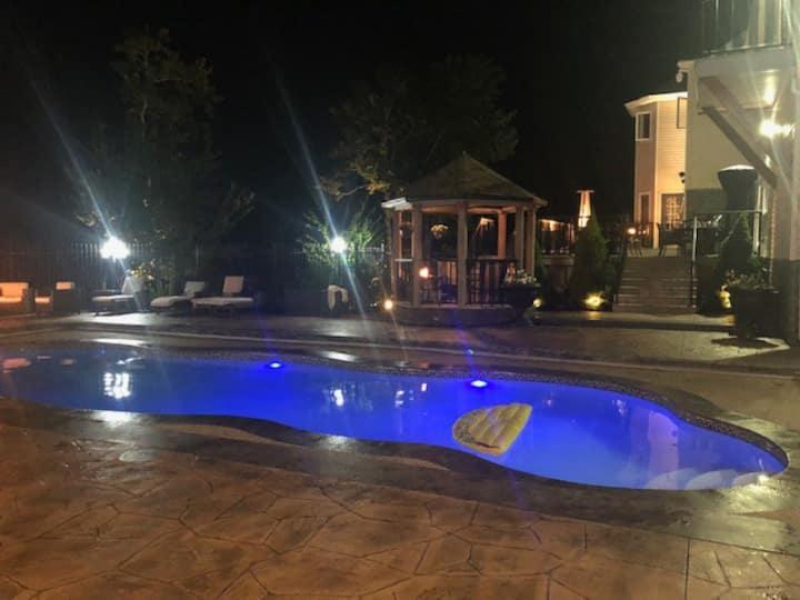 Hammond's Plains executive lake front  suite