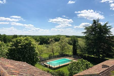 Gîte en pleine nature avec piscine privée