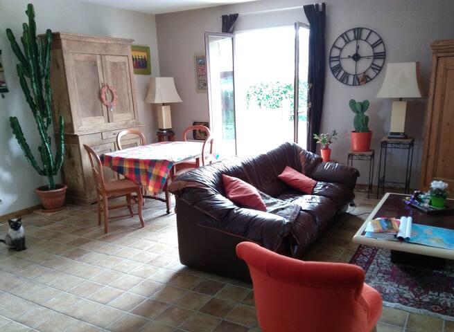 Chambre calme et accueil chaleureux - Monein - Haus