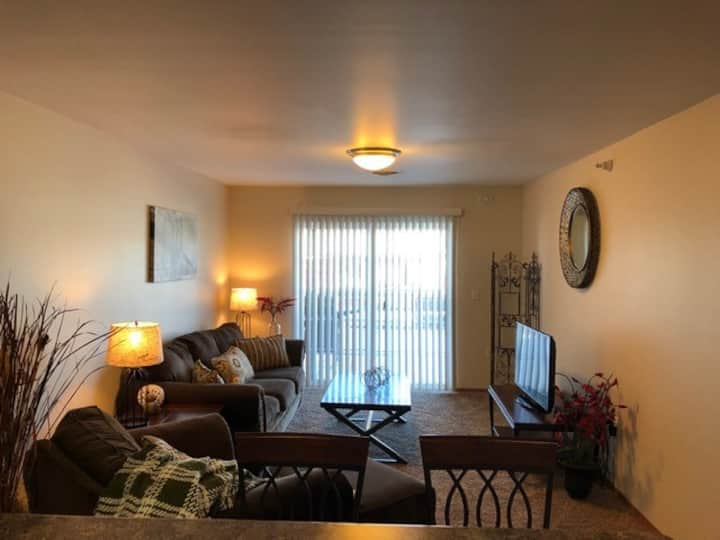 Cozy Just Like Home - 2 bed w/ Underground Parking