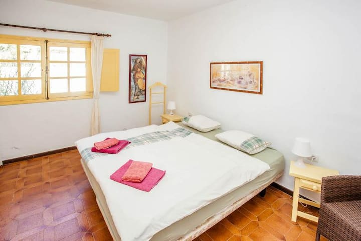 Bed room in the main house (bed: 2m x 2m)