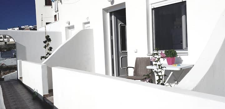 """Comfortable stay near Fira and Caldera """"Anatoli"""""""