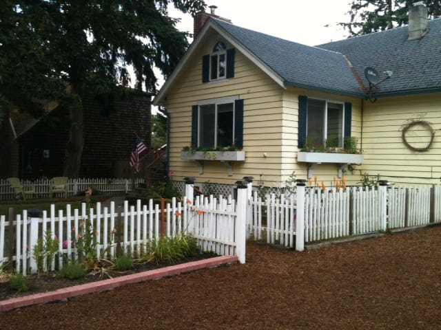 Cozy Cottage: near water, short walk to Langley - Langley - Hus