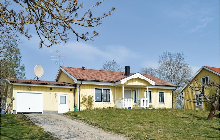 Former farm house with 3 bedrooms on 95m² in Eskilstuna