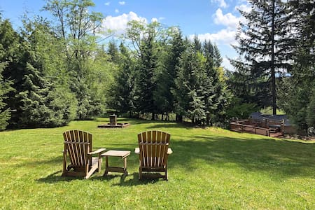 Silver Star Lodge - Wooded Escape *Hot Tub & Deck*