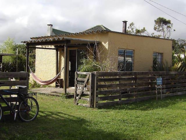 Casa 4 barbacoa sombreada y jardín - Barra de Valizas
