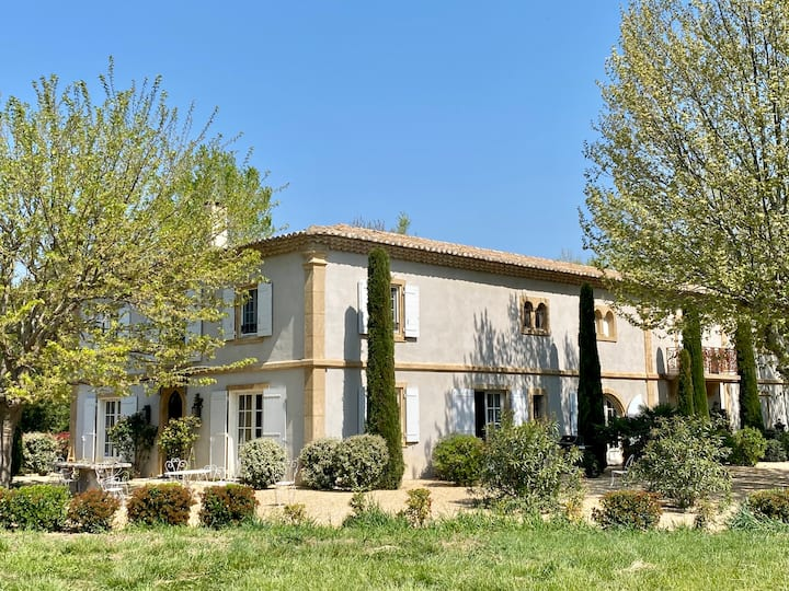 Luxurious country house in the Alpilles