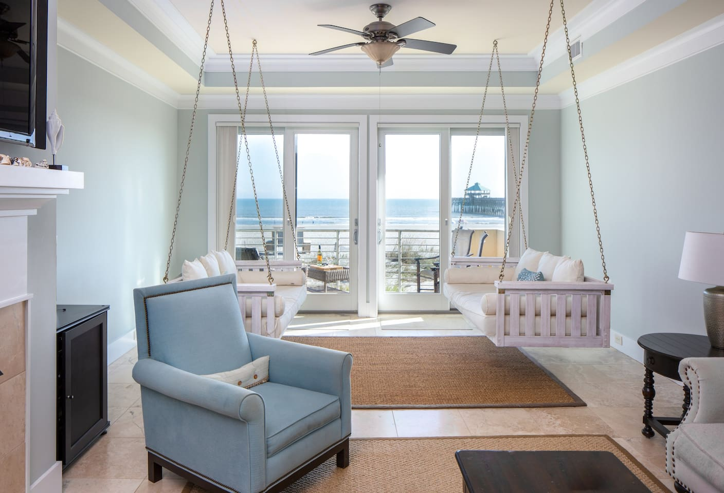 BEACHFRONT Luxury 4 BR/4.5 BA Condo by Pier! - Houses for Rent in ...