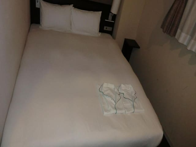 【1 min on foot from JR Ichikawa Shiohama Station】Great location/Free WiFi★Queen Room (Non-smoking)