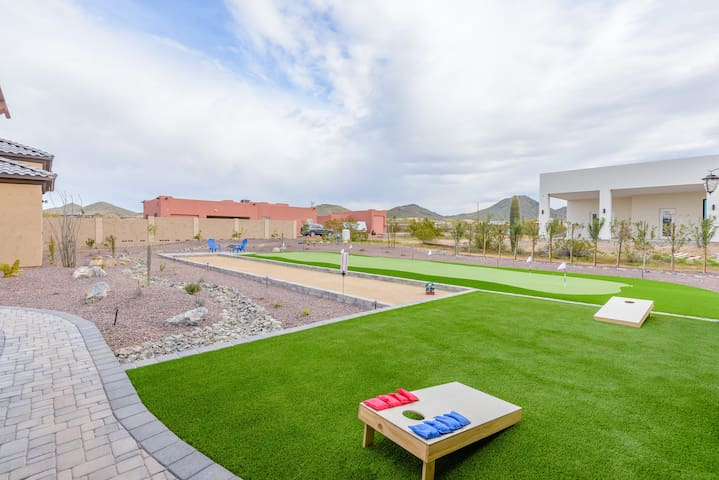 Luxury Home w/ BBQ/FP/Putting Green/Bocce Ball