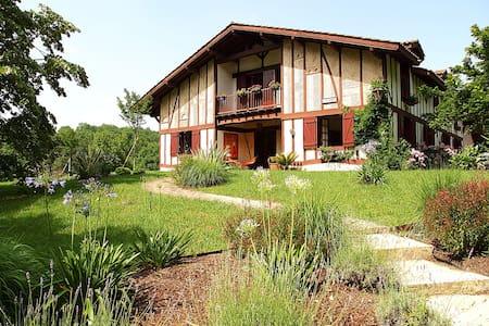 Villa 15 couchages calme et nature - Urcuit