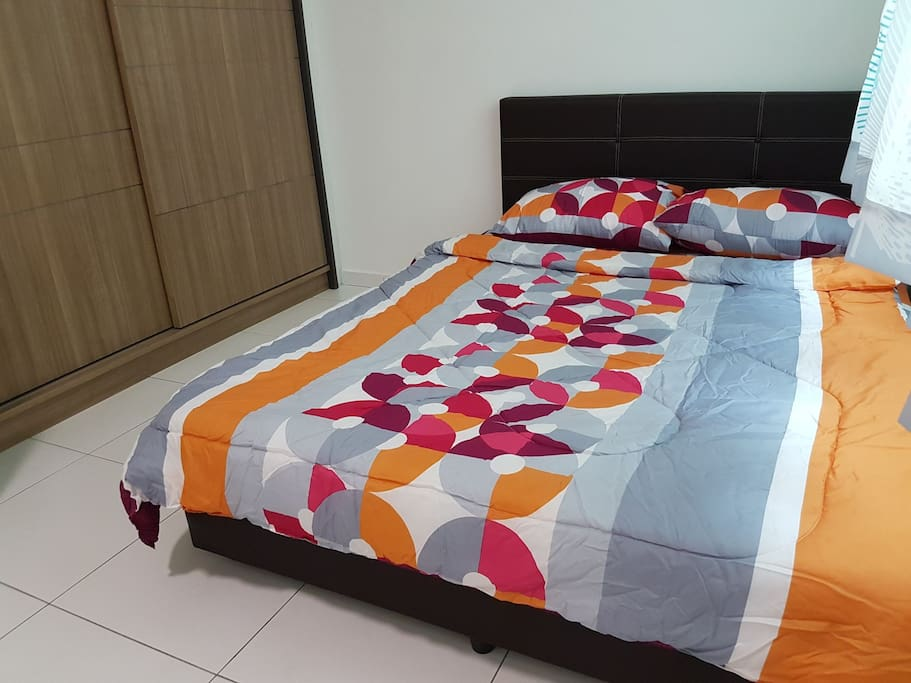 Queen size bed available to add 1/2 more extra floor mattress. Suitable for family or friend gathering